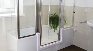 Duschbadewanne mit Einstieg